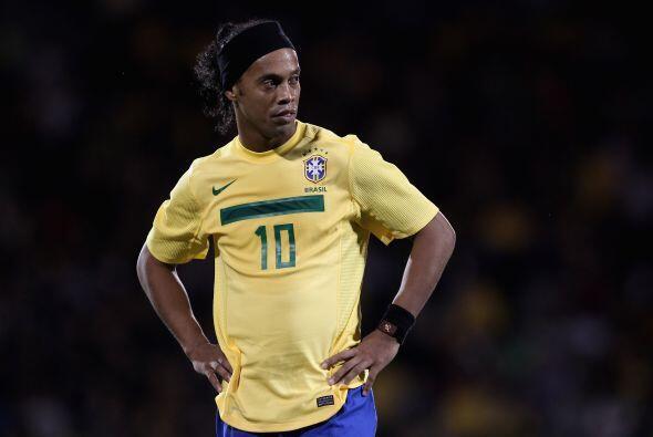 Ronaldinho desapareció un tanto del juego, pero por momentos tomaba el b...