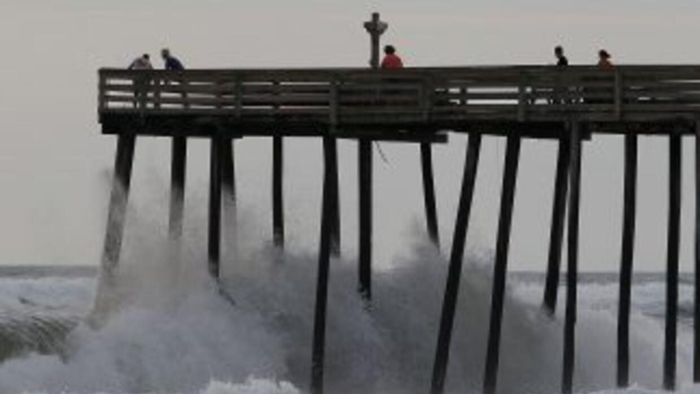 """El huracán """"Earl"""" comenzó a empapar a Carolina del Norte"""