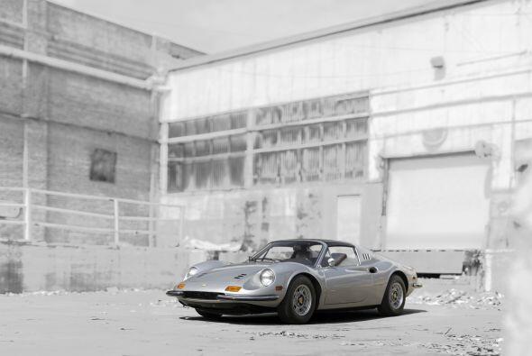 El modelo GTS 246, sucesor del Dino 206 GT, incorporó un novedoso panel...
