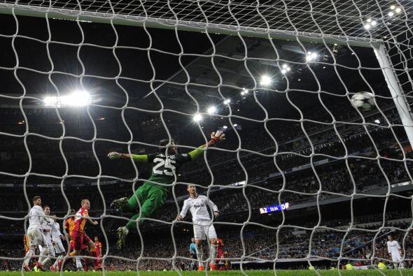 Higuaín entró en la segunda parte y cinco minutos después, en el 27, ano...