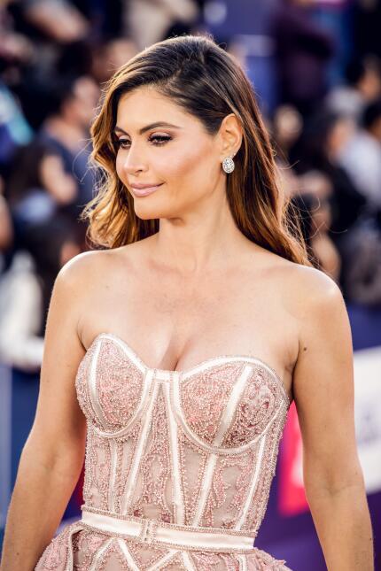 La venezolana Chiquinquirá Delgado portó un elegante vestido rosa pálido...