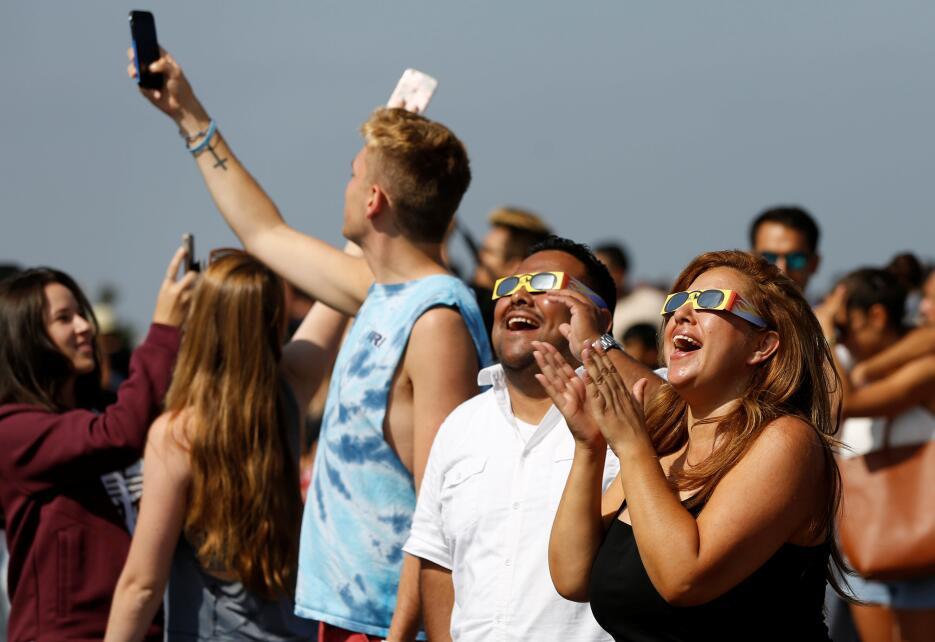 En fotos: Así se vivió el eclipse solar del sur al norte de California 2...
