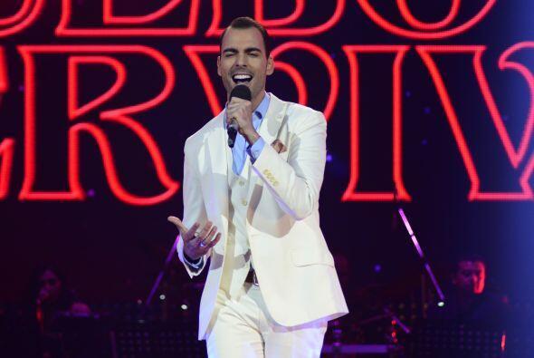 Arias tuvo que cantar por su vida una vez más al inicio de la quinta gala.