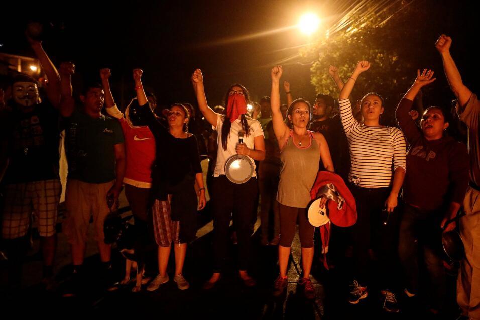 Protestas nocturnas en Tegucigalpa por parte de simpatizantes del candid...