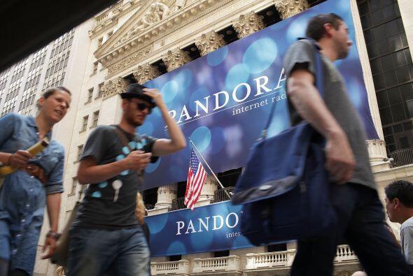 Pandora da servicios gratuitos por Internet y permite a sus usuarios rec...