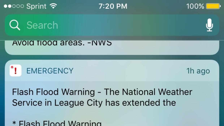 A lo largo de estos días he recibido no menos de 30 alertas de tornado y...