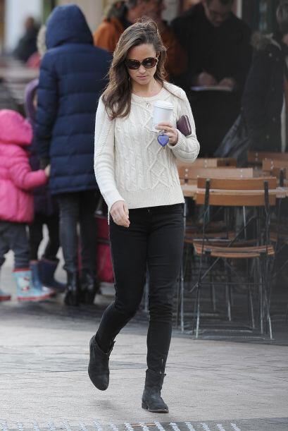 Caso contrario al de Pippa Middleton, que salió a pasear vestida casual...
