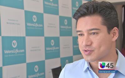 El actor Mario López insta a la comunidad latina a adquirir un seguro de...