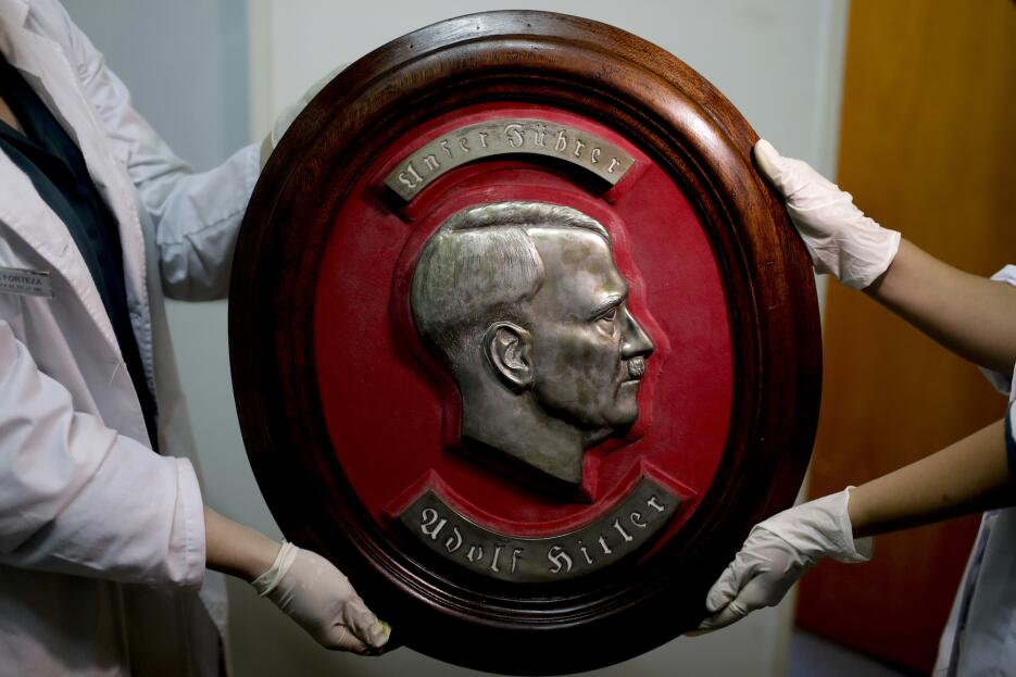 La colección de objetos nazis hallada en una habitación oculta de una ca...