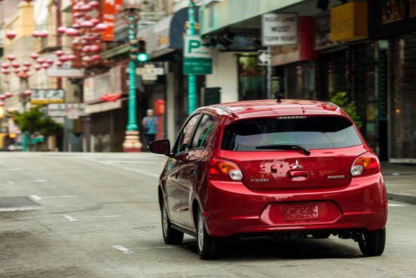 """Toyota Prius 2015-Precio: $24,200; Consumo (ciudad/carretera): 48""""51mpg"""