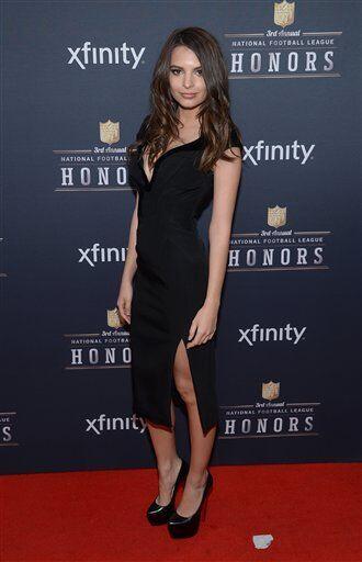 La actriz y modelo polaco-estadounidense Emily Ratajkowski, levantó pasi...