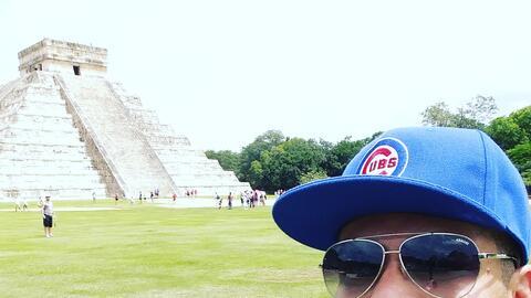 Omar Ramos estuvo de vacaciones en Cancún, México y compar...