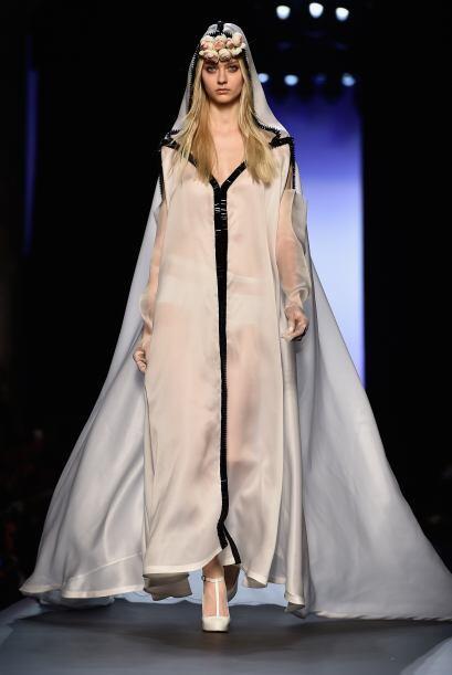 Quien decidió reinterpretar vestido de novia en una increíble colección...