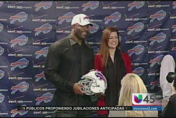 Mario Williams, un ex jugador de los Houston Texans, impuso una demanda...