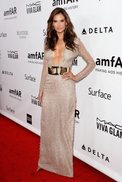 Como toda una diosa apareció Alessandra Ambrosio en la gala Amfar. ¡Qué...