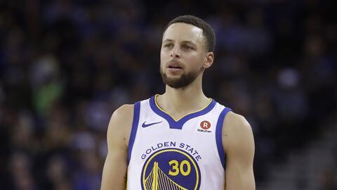 La estrella de los Warriors tuvo un amargo regreso al salir lesionado nu...