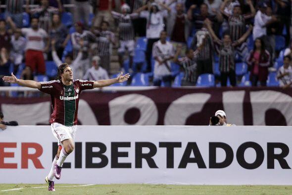 Rafael Moura del ´Flu´ festejando su gol cuando apenas se ll...