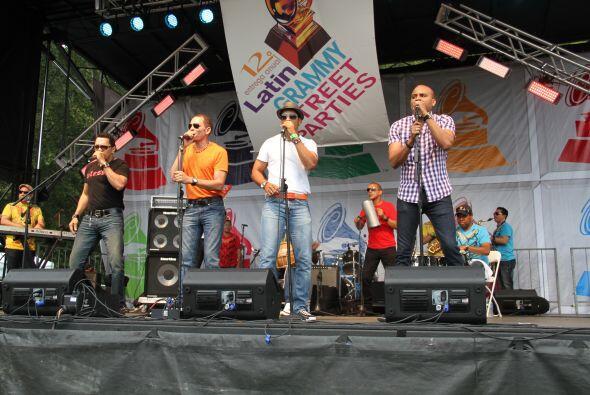 Los Rosario en El Latin Grammy® Street Party f94bbff504ae40f4a1b7e8d1063...