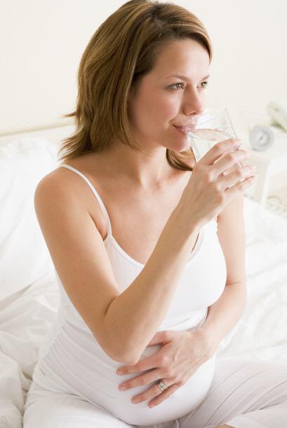 ¡A comer y beber! Trata de comer un snack o beber jugo o agua media hora...