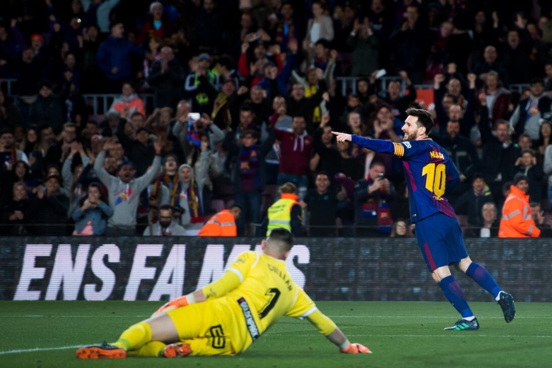 En fotos: Barcelona de récord con triplete de Messi gettyimages-94309801...