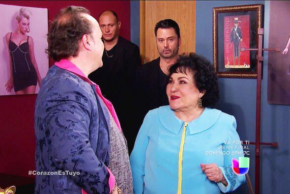 ¡Cuidado Ana! Doña Yolanda está con Doroteo y preguntó por su mejor bail...