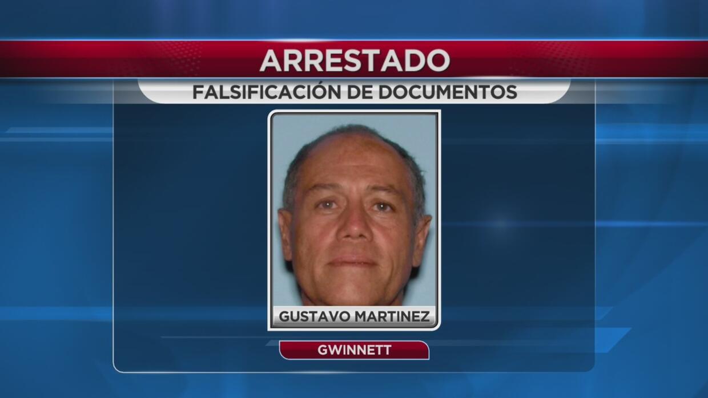 Bajo arresto por falsificar documentos