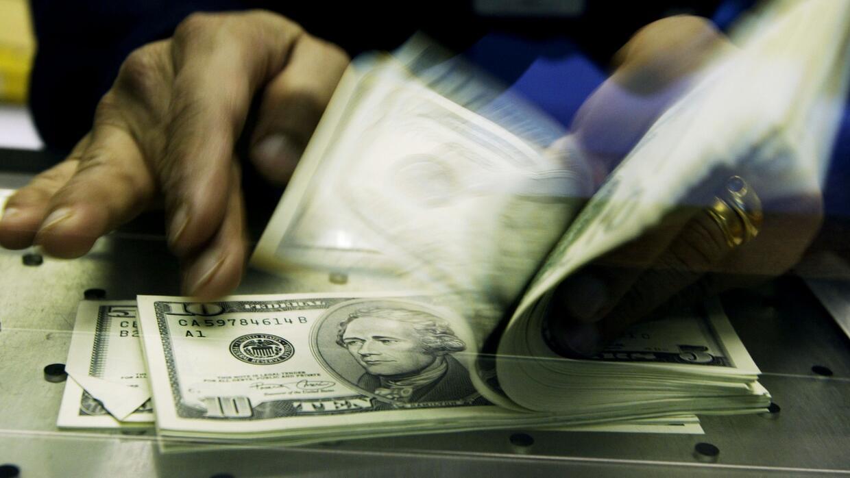 ¿Quiénes deberían manejar las finanzas en los hogares?