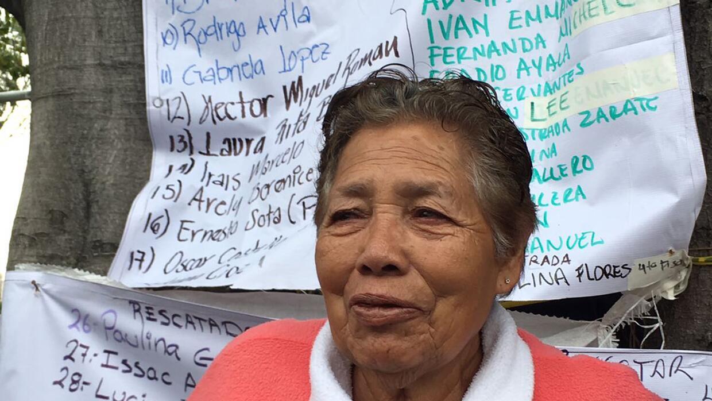 Yolanda Pérez Guzmán espera noticias de su hijo Juan Anton...