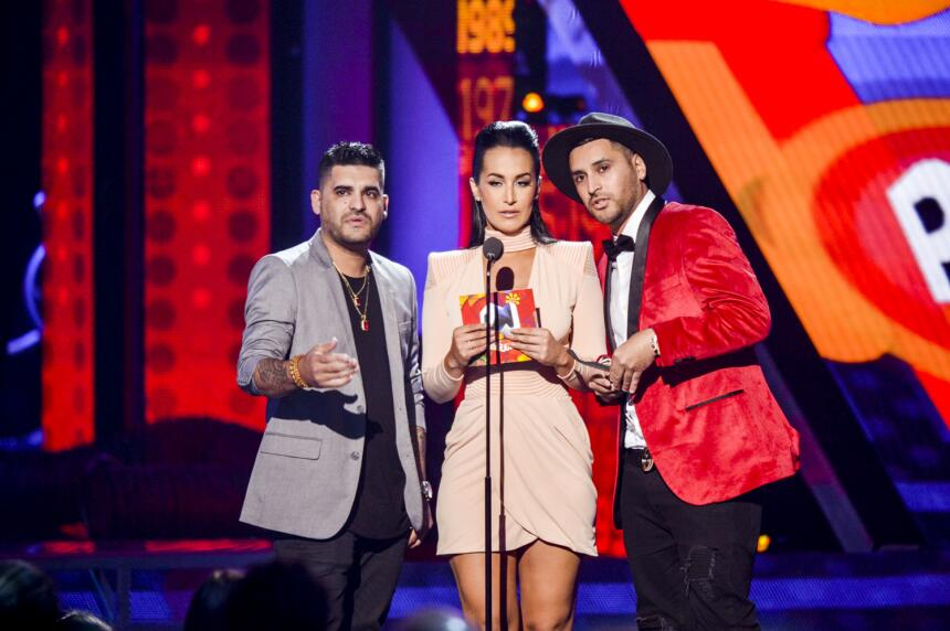 Victoria 'La Mala' junto a Play N Skillz presentan el premio en la categ...