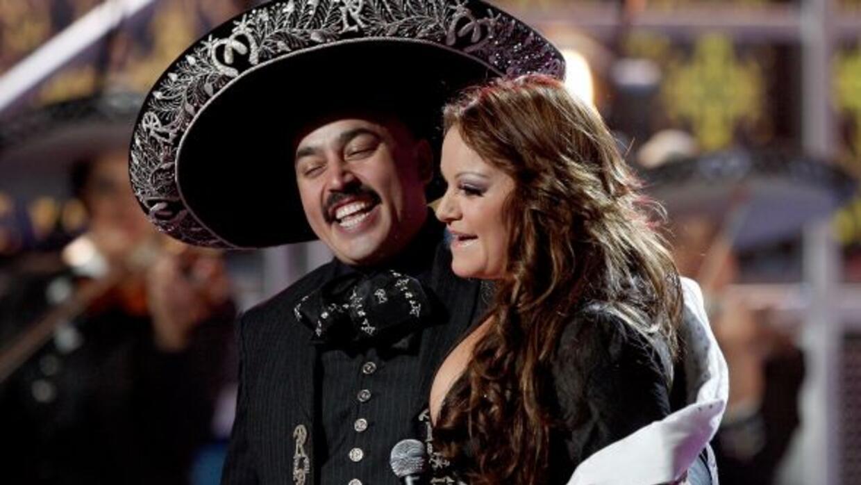 Lupillo Rivera prepara un gran homenaje para su hermana Jenni Rivera. 'E...