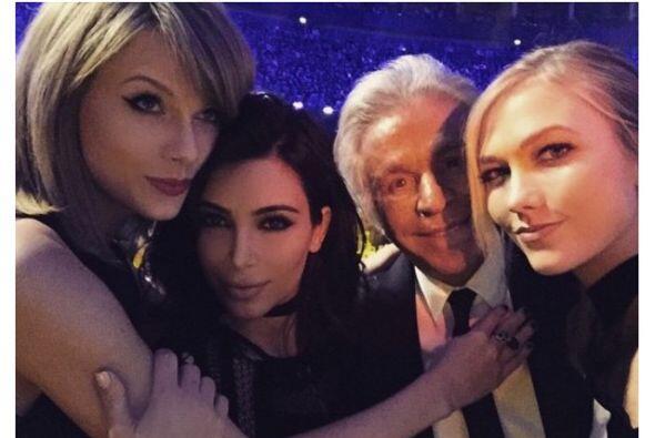Se tomó selfies con todas sus amistades famosas.