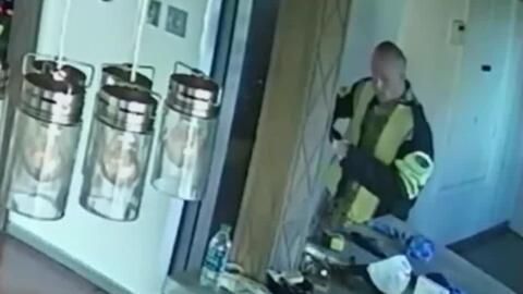 Gracias a las cámaras de seguridad, hombre vio cómo un ladrón entró en s...