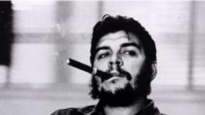 Un Che Guevara que parece mirar al infinito, con su boina con la estrell...