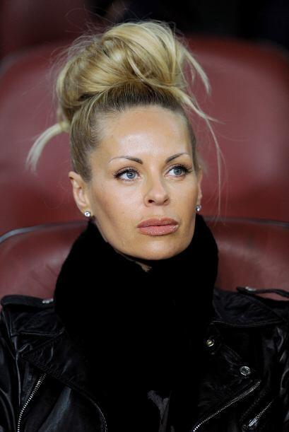 Helena Seger es una hermosa mujer que es gerente de marketing de la empr...