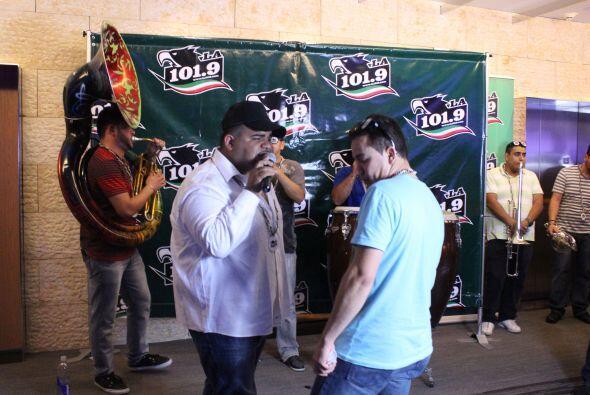 Chuy Lizárraga vino a inagurar los nuevos studios de LA 101.9, y no tien...