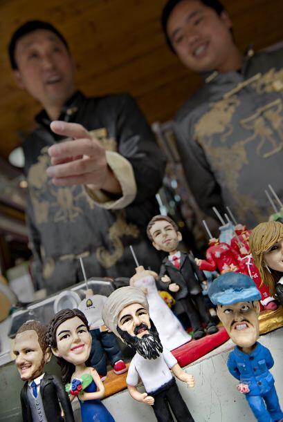 Pero no solo en Italia se han puesto a la venta curiosas figuras sobre l...