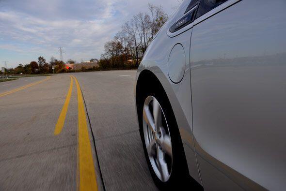La primera prueba de manejo del Chevy Volt fue del aeropuerto de Detroit...
