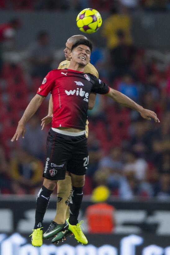 Entretenido empate entre Atlas y Pumas Dario Veron de Pumas y Martin Bar...