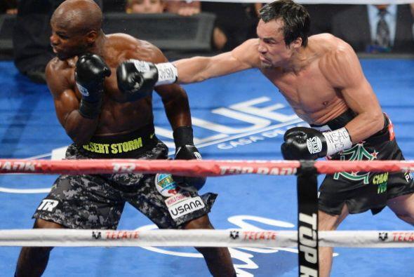 Márquez siempre buscó el combate y le hizo saber a Bradley de su poder.