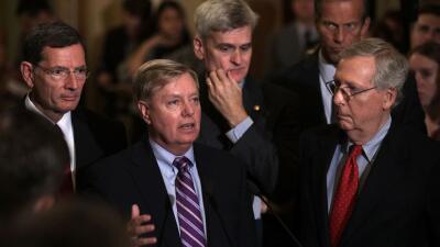 El senador Lindsey Graham ofreció una conferencia este martes al salir d...