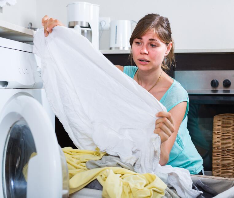 Como regla básica hay que lavar toda la ropa al revés. Al hacerlo de est...