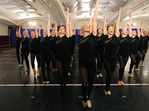 Las famosas bailarinas Rockettes se entrenan todo el año para ofr...