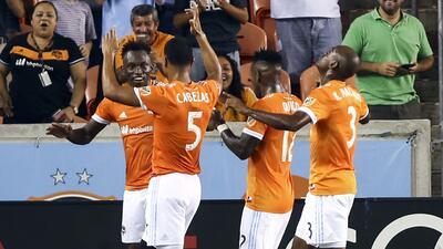 El Dynamo goleó a ritmo latino y comparte la cima de la Conferencia Oest...