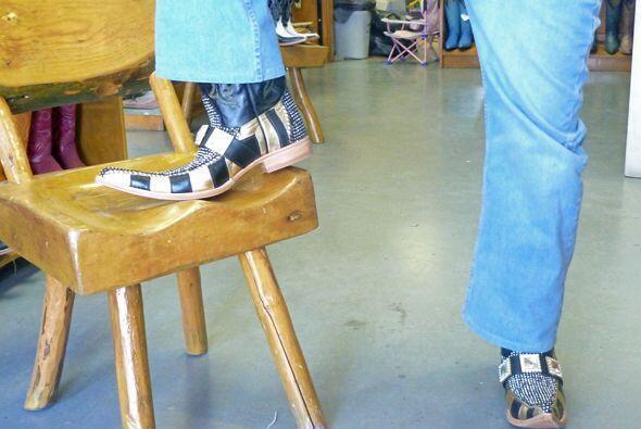 Se dice que muchos tribaleros compran sus botas con el pico normal y lo...