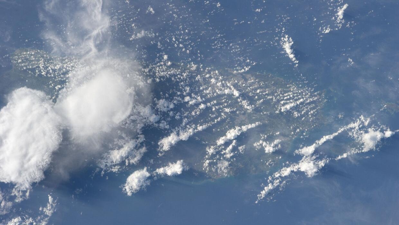 Se puede ver a Puerto Rico cubierto por el polvo del Sahara
