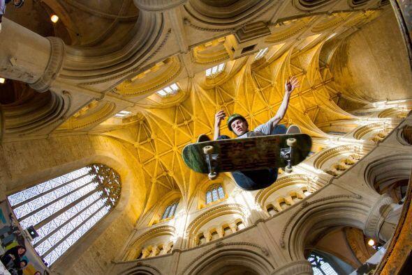 La congregación de Malmesbury Abbey y la organización de Nilsea, venden...
