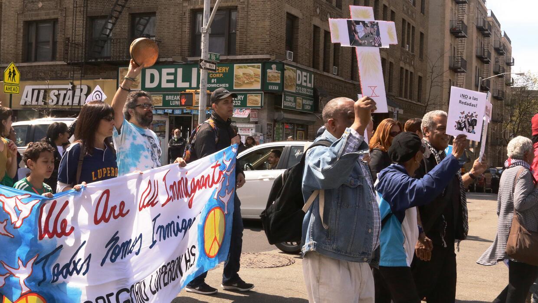 La comunidad religiosa muchas veces participa activamente en las protest...