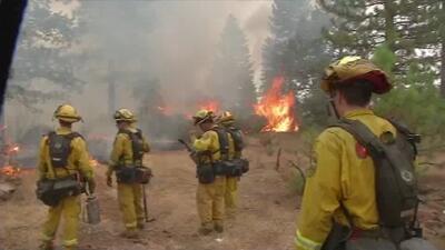 Cientos de bomberos tratan de combatir incendios en California