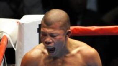 Koki Kameda celebra al terminar la pelea con Muñoz.