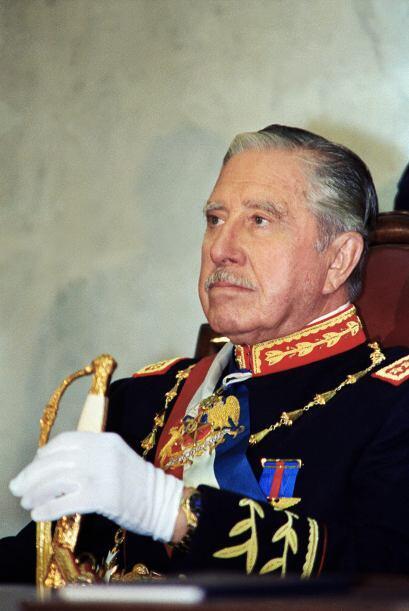AUGUSTO PINOCHET.- Fue un militar chileno, dictador de ese país e...